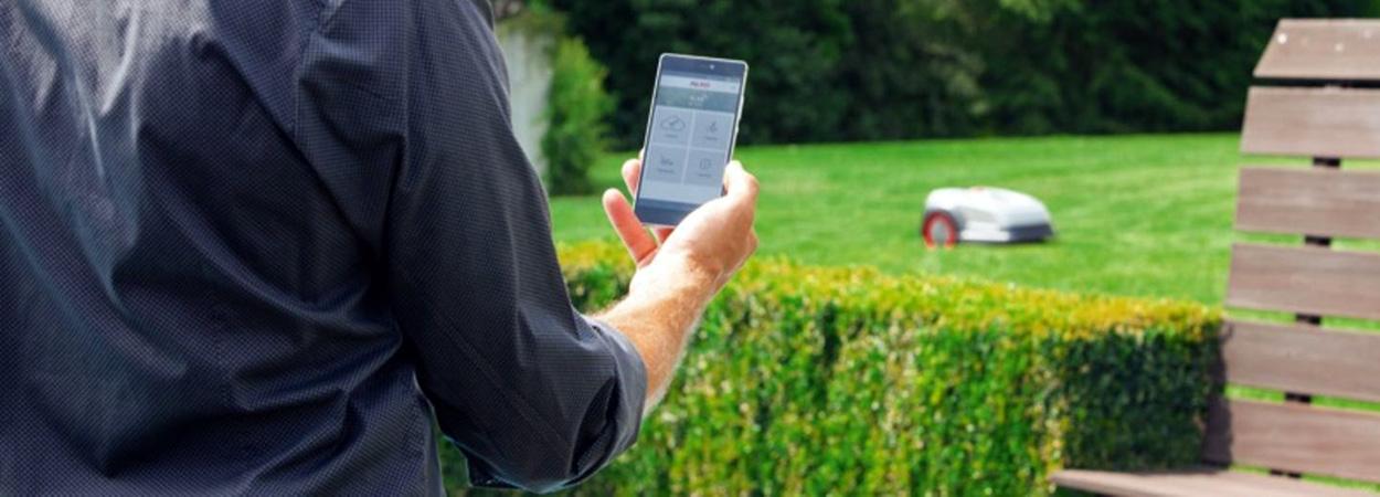 Самоходные газонокосилки-роботы Robolinho® W имеют опцию удаленного управления