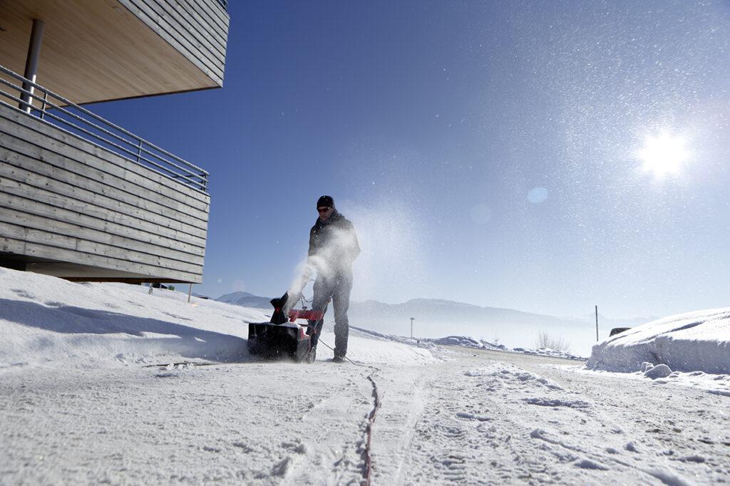 Електричний снігоочисник AL-KO SnowLine 46 E має кращі показники в співвідношенні «ціна-продуктивність».