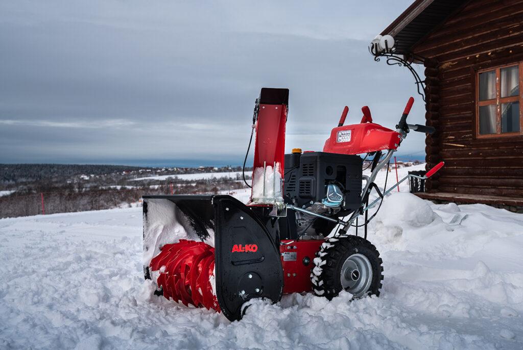 Пристосування оснащене електропуском, що полегшує роботу на морозі.