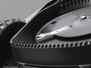 Щоб нагострити або замінити ножі газонокосарки, зверніться до сервісного центру.