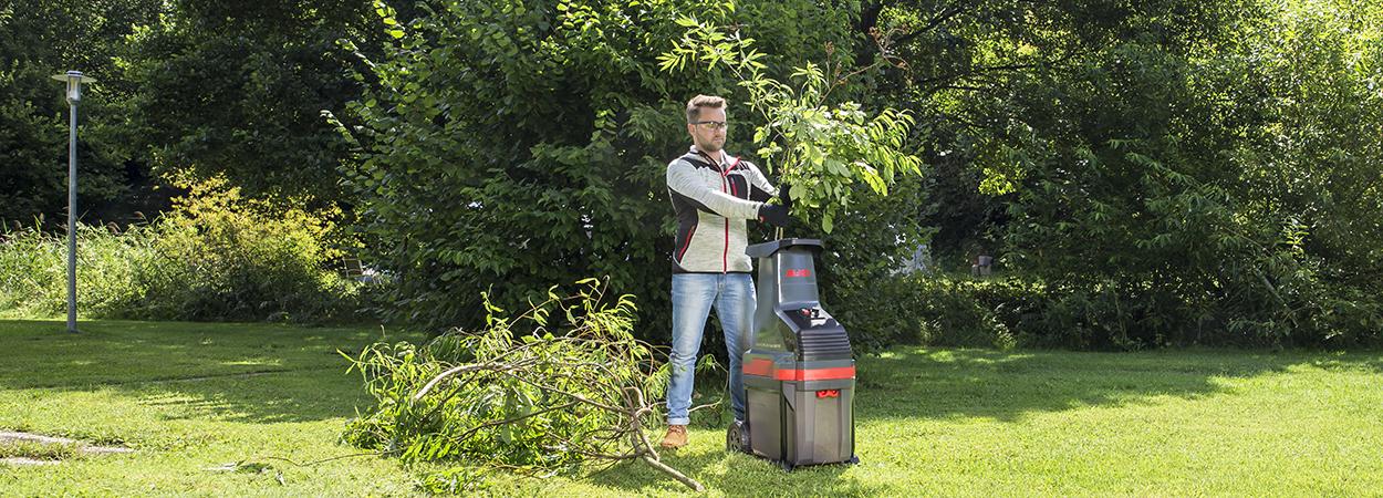 Весняне прибирання саду: техніка та інструменти для сезонних робіт