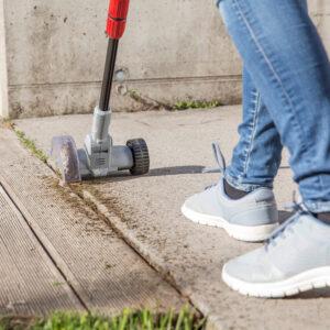 Очищувач полегшить догляд за майданчиками та терасами.