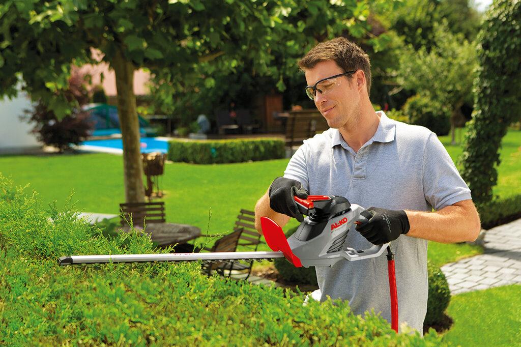 Электрический кусторез AL-KO HT 550 Safety Cut подходит для обрезания побегов толщиной до 18 мм.
