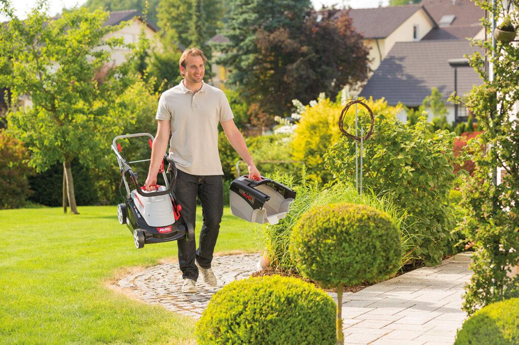 Электрические газонокосилки просты в обслуживании и отличаются легким весом.