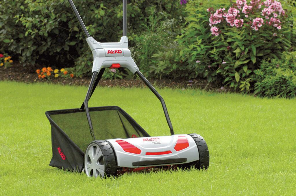 Шпиндельную газонокосилку тоже можно оснастить травосборником.