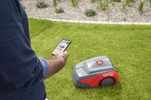 Газонокосилками Robolinho® с маркировкой «W» можно управлять с помощью смартфона.