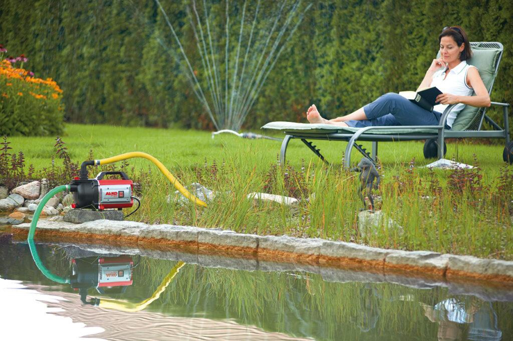 Ручную систему полива можно усовершенствовать с помощью полуавтоматических дождевателей.