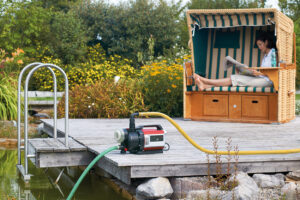 Если на участке есть садовый пруд, можно обойтись без накопительной емкости.