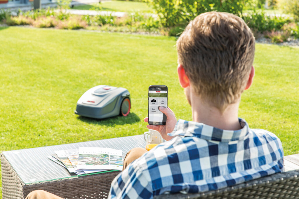 Систему «умный сад» AL-KO можно простроить на основе программного интерфейса IFTTT, а управление роботами-газонокосилками осуществляется через приложение AL-KO inTOUCH Smart Garden.