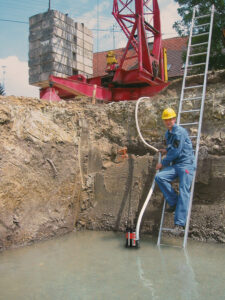 Заглибні дренажні насоси використовують для відкачування брудної води з резервуарів і котлованів.