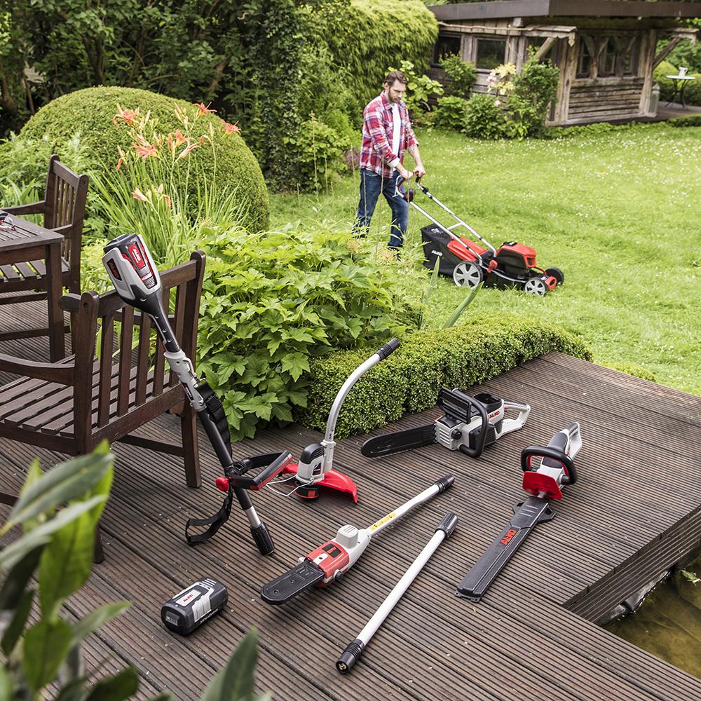 Універсальний мультиінструмент MT 40 зі знімними насадками знадобиться для стрижки трави, обрізки живоплоту і формування крони дерев.